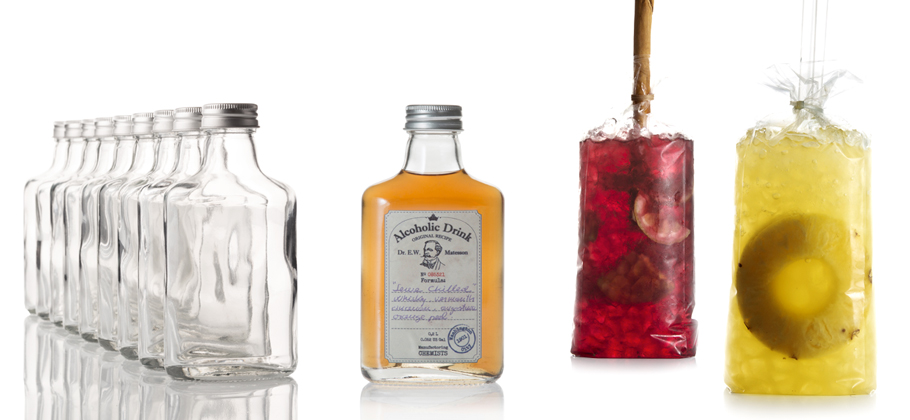 tres cócteles diferentes hechos con bolsas cóctel desechables')